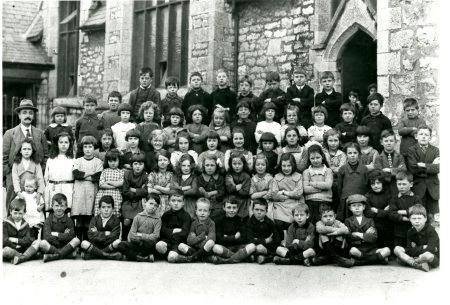 Disgyblion Ysgol Stryd y Rhos tua 1910 (PPD/90140)