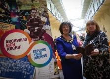 Ann Davies a Hazel Thomas (Llyfrgell Genedlaethol Cymru)